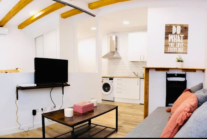 New Design Old Town Apartment (Madrid Rio)Wifi-AC!