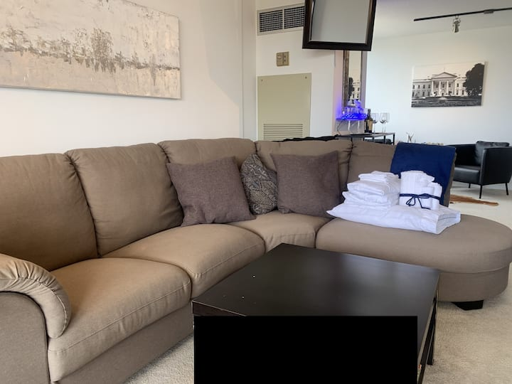 🏆Cheap Clean Couch. Be$t deal in DC. Free Coffee.🎖
