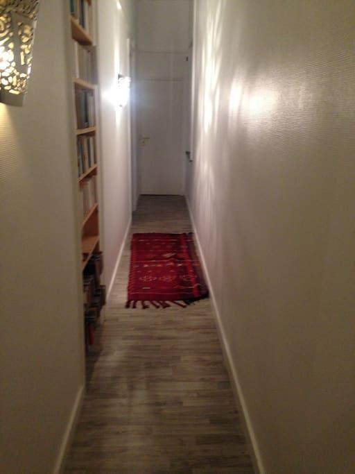 Le couloir d'accès, direct de l'entrée à votre chambre.
