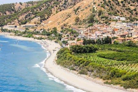 Fuga in Calabria - Palizzi