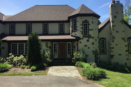 Large home for RNC week - Chagrin Falls