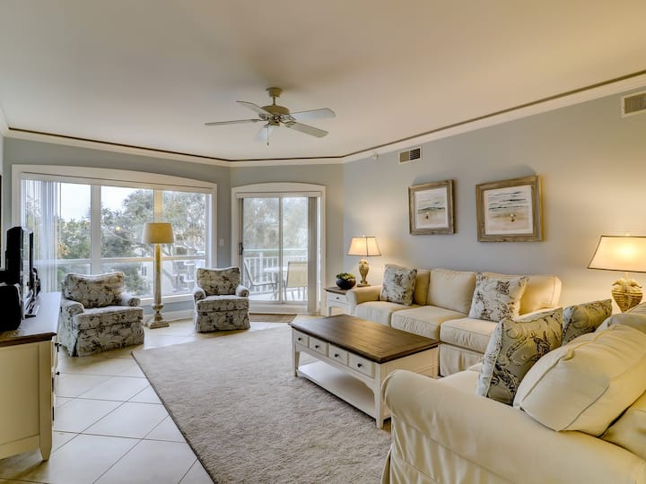 2Bdr Condo Steps from the Beach