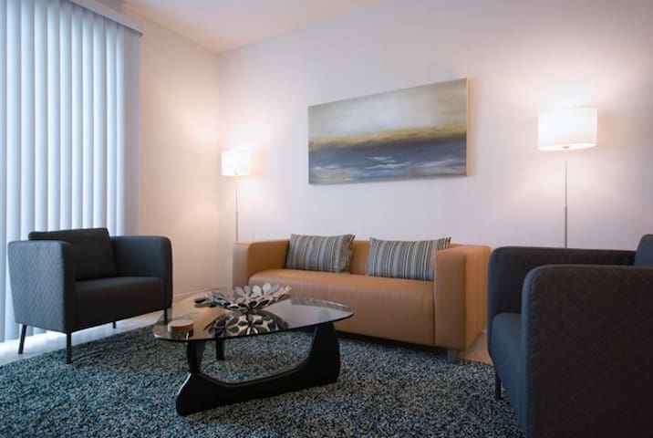 Spectacular Suite 1BR/1BA Apt. (E) - Includes Bi-weekly Cleanings & Linen Change