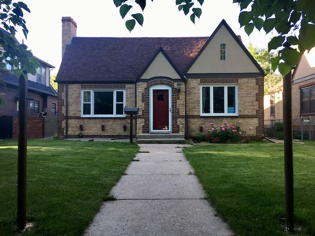 Historic Avenues Home Near Frontier Park