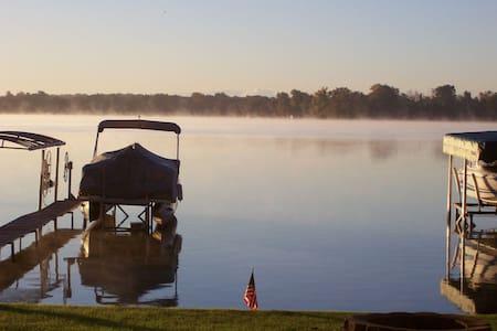 Lakefront Home: A Magical Michigan Getaway - Novi - Ferienunterkunft