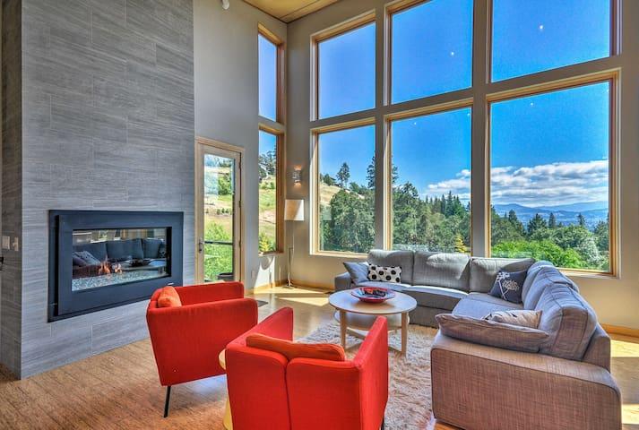 Expansive Modern Home w/ Patio+Mt. Hood Views