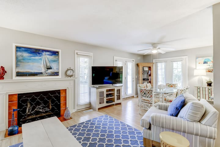 First-floor condo close to the beach & golf w/ shared pool & tennis courts!