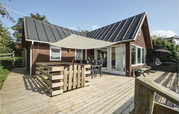 Holiday cottage with 2 bedrooms on 89 m² in Bjert