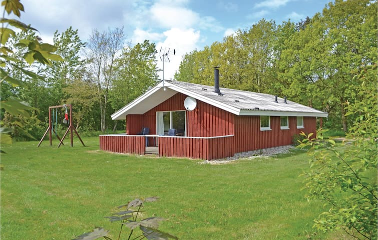 Holiday cottage with 3 bedrooms on 71m² in Oksbøl