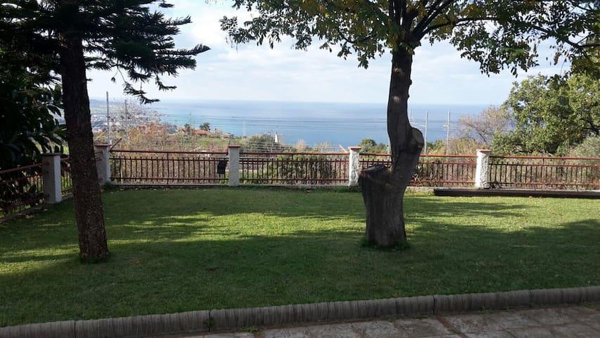 Appartamento panoramico in villa - Longobardi - Apartment