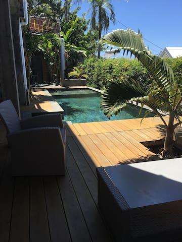 """Manapany """"loft"""" vue océan, piscine chauffée."""