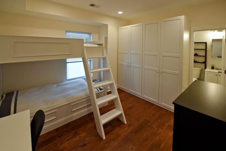 PRIVATE ROOM - VERY CLEAN AND MODERN