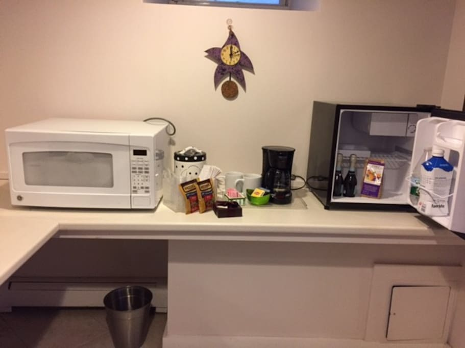mini kitchen w/ goodies
