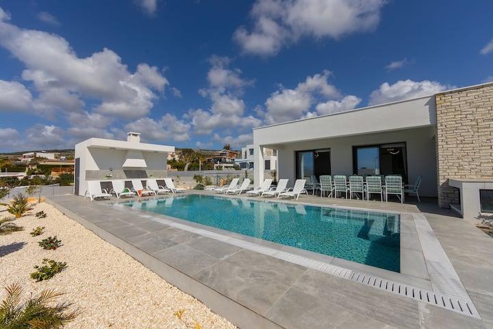 Luxury 5 bedroom Villa Adaris