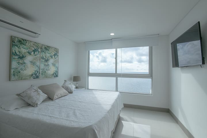 3204 The best view & comfort in front of the beach
