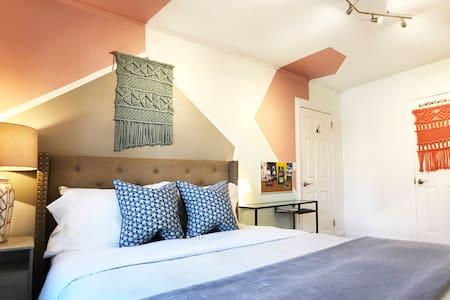 Charming Cozy Designer Home- Private House