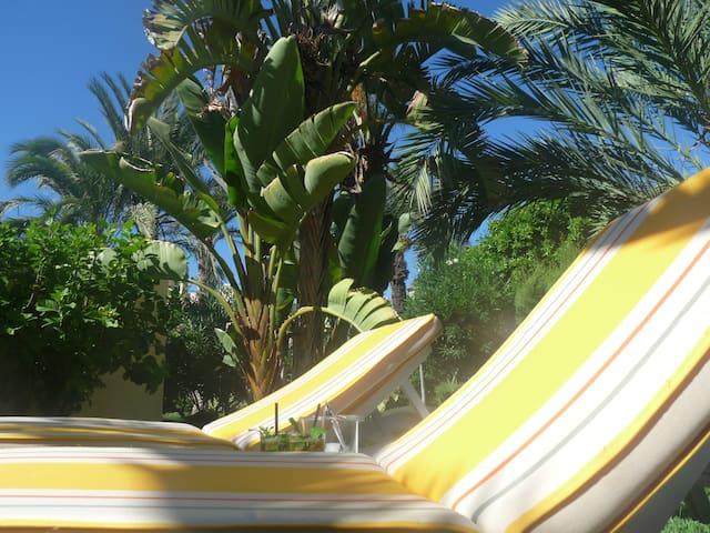 Casa Esquina Verde : the best location in the naturist zone of Vera Playa!