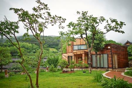 멋진 창이 30개로 이야기가 담긴 캐나다풍의 목조2층 주택* - 보성군 - Bed & Breakfast
