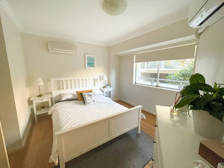 Bright & spacious 1 bed on Coogee Beach