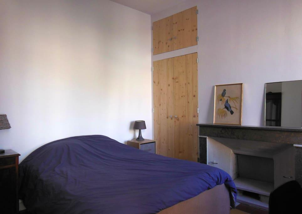 Chambre calme, agréable avec salle de bain privative