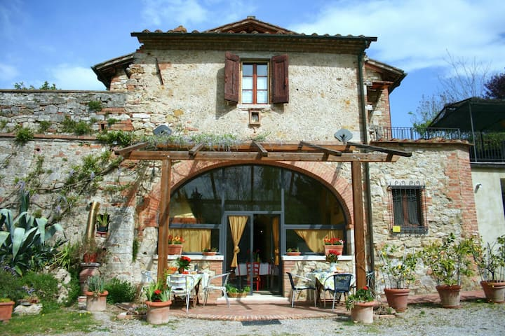 Regal Family Villa in Armaiolo with Private Pool, Garden, BBQ