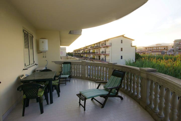 Apartment with one bedroom in Caulonia Marina, with wonderful mountain view, shared pool, furnished balcony - 100 m from the beach