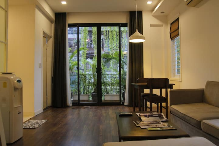 quiet luxury 1br 1ba Nguyen Chi Thanh ( 閑静、高級)
