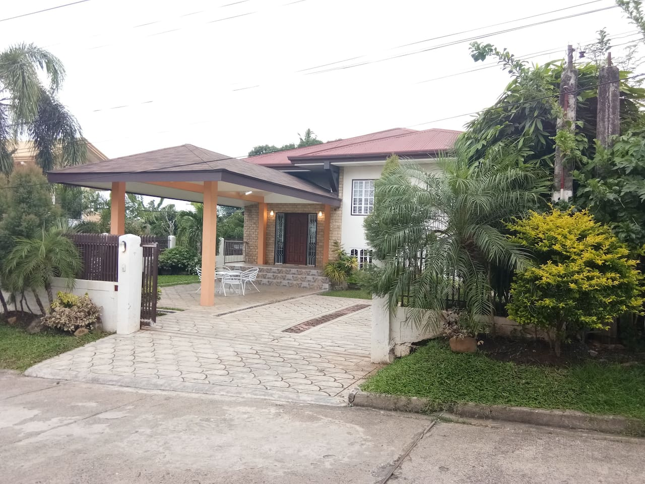 3BR Spacious House Near SM Lanang and Tebow Cure Hospital