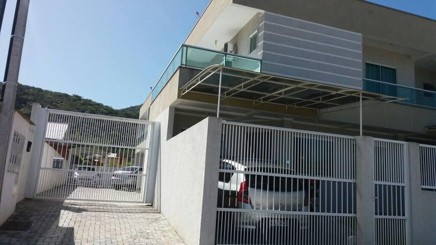 Casa/sobrado ótima localização bairro tradicional - Porto Belo - 一軒家