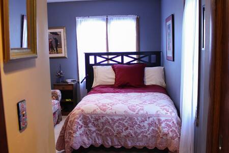 *SuperHost Guest Suite* 5min to Downtown!