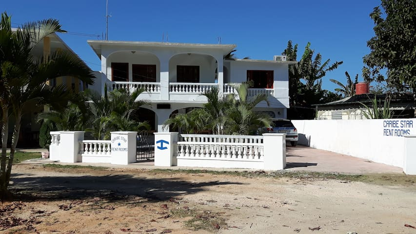 Caribe Star - Habitación 3 - Vista al mar - Playa Larga - Rumah