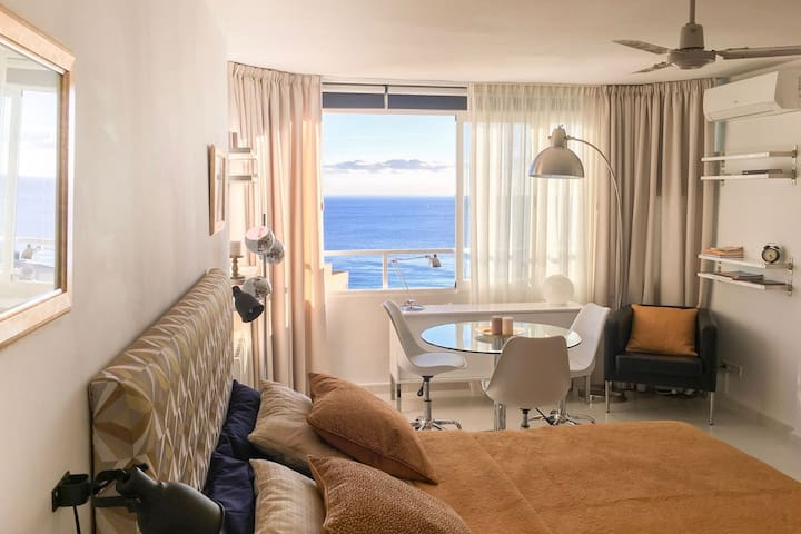 Modern studio apartment with sea view - Palma