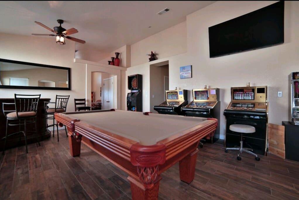 Bar Room - Dart arcade, video poker and more!