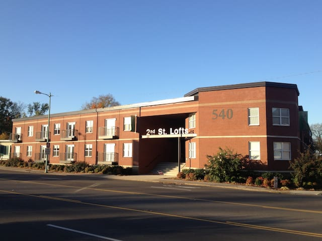 Downtown, 2 Bedroom Condo, modern, great amenities - Clarksville - Apto. en complejo residencial