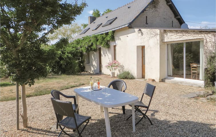 Holiday cottage with 3 bedrooms on 180m² in Le Louroux-Beconnais