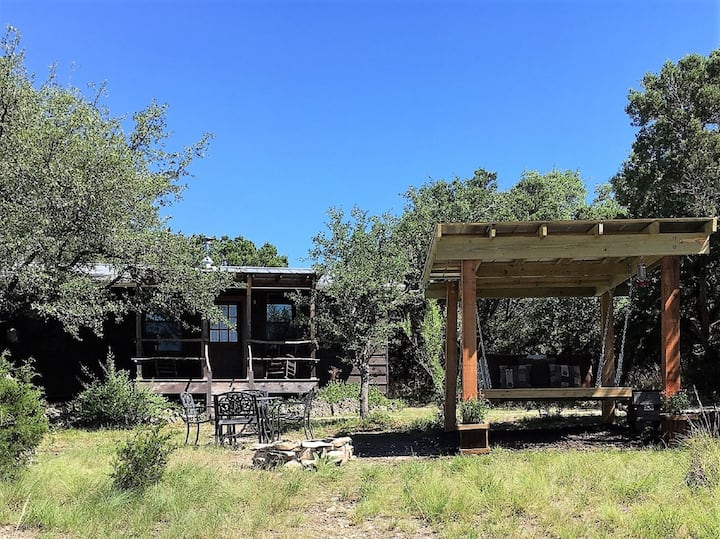 La Luna Cabin - Beautiful views, private hot tub.
