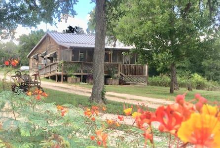 A family farmhouse in San Marcos!
