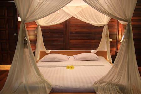 Sweet wooden cottage in North Sulawesi - Tomohon Utara - 別荘