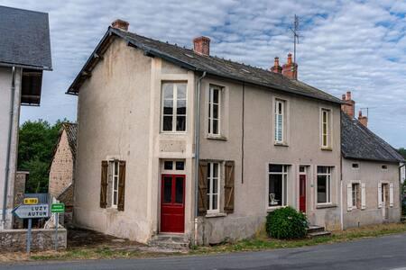 Casa de pueblo bellamente restaurada con buen jardín en Borgoña
