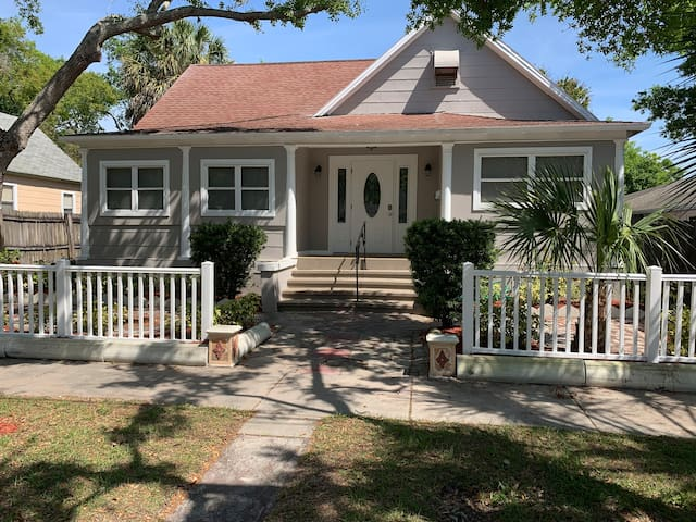 Cute home mins from downtown St. Pete!
