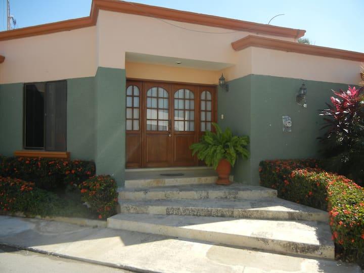 """Habitación no. 2 en """"Casa en Ciudad Amurallada"""""""