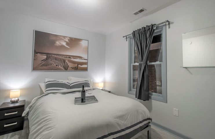 31+ Nights Only: Chic Newly Remodeled 1 bedroom