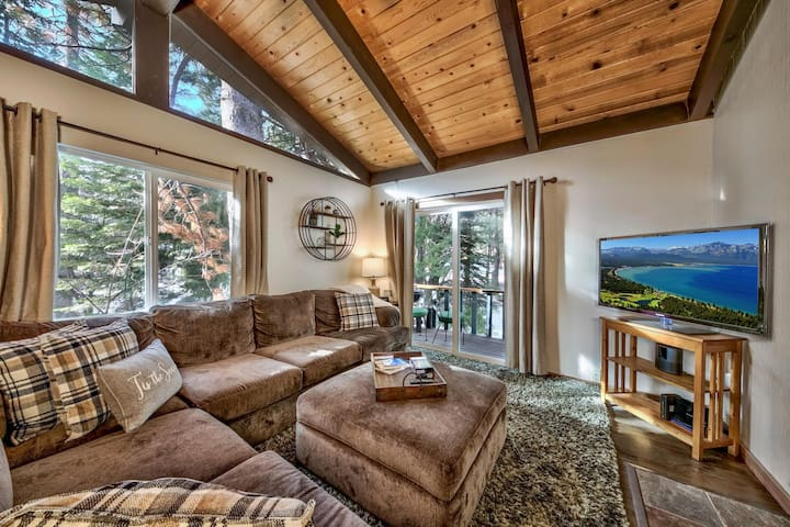 NEW | Creekside Bungalow | Gas Fireplace | Cozy |