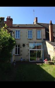 Chambre dans une maison familiale - La Châtre - Casa