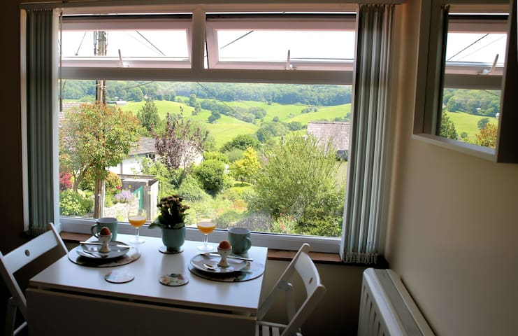Self-catering separate Cotswold studio great view