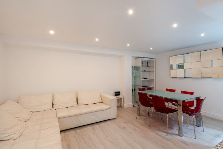 Gorgeous, central 2 bed for up to 4, Bayswater