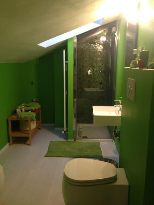 il bagno privato della stanza