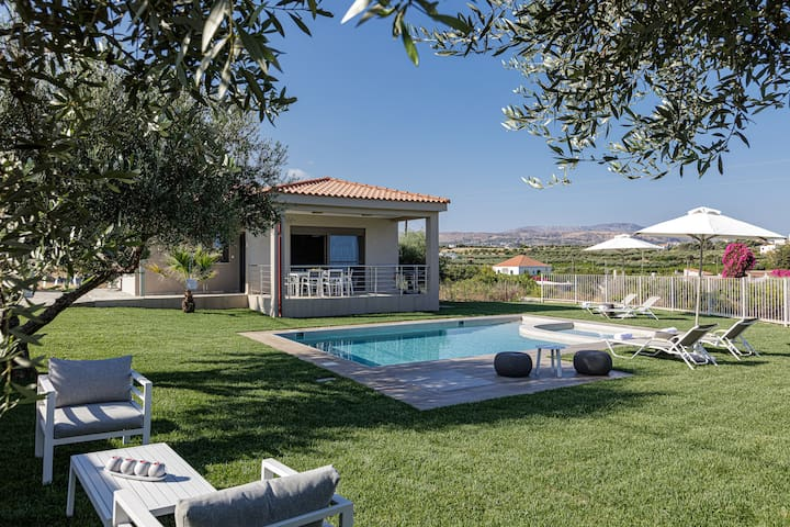 Merastri Villa, Tranquil Scenery!