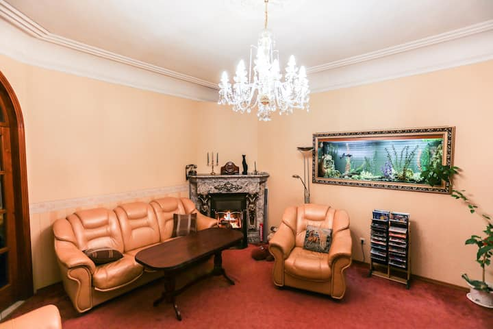 Spacious 3 bedroom apartment with private garage