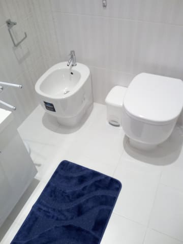 the second bathroom with entrance through the double bedroom